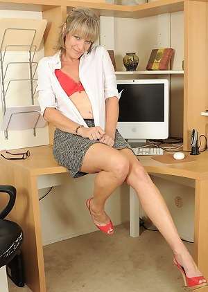MILF Office Porn Pictures