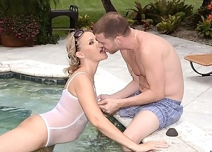 MILF Swimsuit Porn Pictures