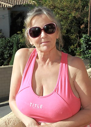 MILF T-Shirt Porn Pictures