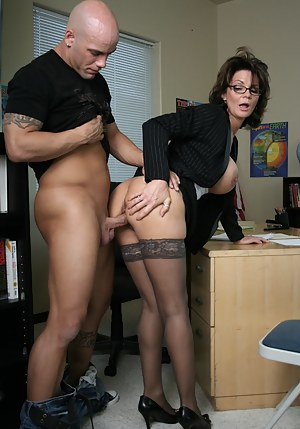 MILF Standing Sex Porn Pictures